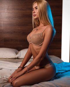 Jolie coquine du 82 se masturbe en direct