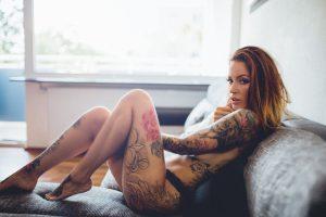 Jolie coquine du 86 se masturbe en direct